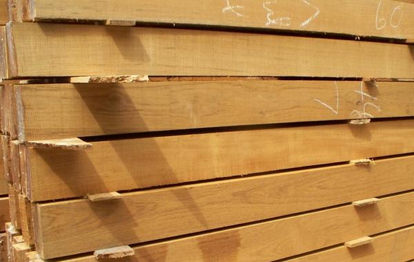 宇力木业专注柚木领域十余年,公司的柚木都是产自缅甸一级产区直径60CM以上的大贸材, 可按客户要求定制生产各种规格柚木板材定制、柚木方料定制、为客户解决开料麻 烦、生产成本难以控制之烦恼。产品规格多样,定制化生产,精准无误差。